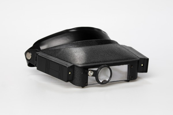 Kopfbandlupe mit Licht