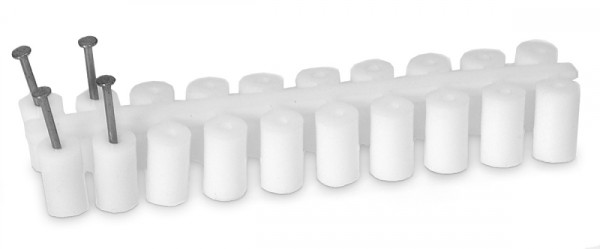 Abstandröllchen aus Plastik mit Nägel